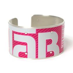 Tab_bracelet